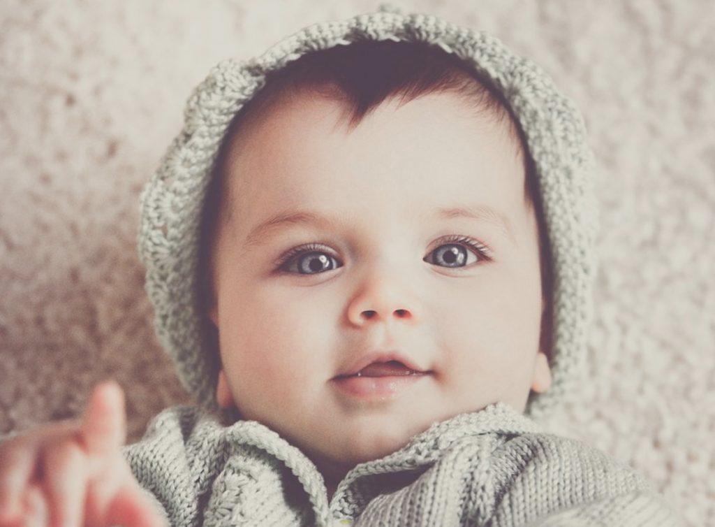 La tête d'un bébé