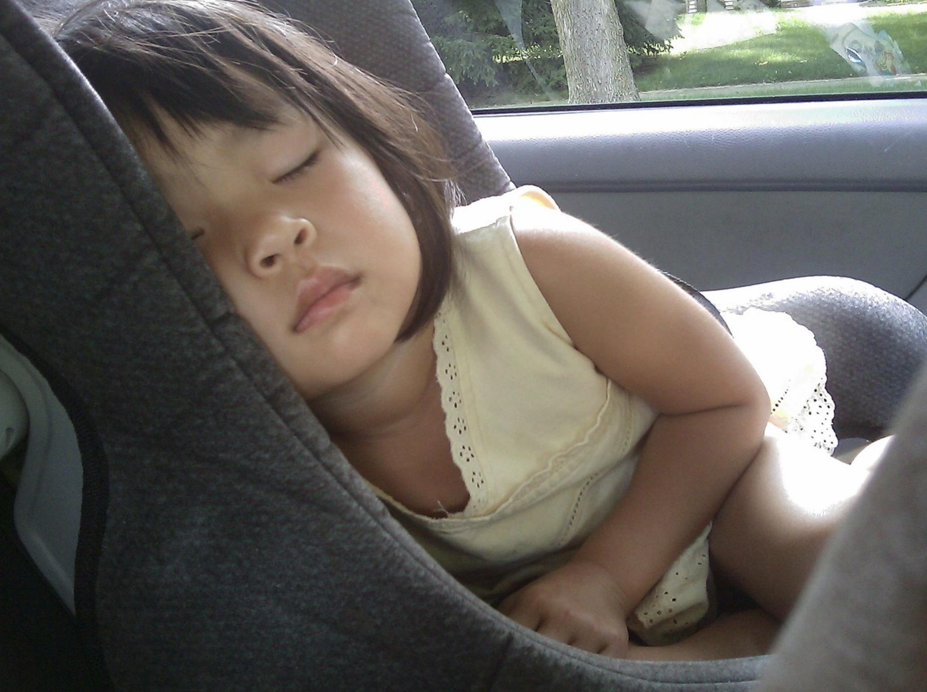 Le siège-auto pour bébé et enfant